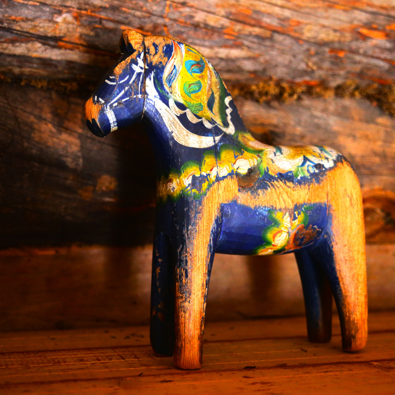 color-horse-ornament-sweden-wooden-horse-the-valleys